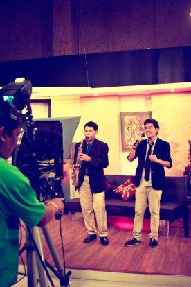 JW&A GMA Buena Mano Balita guesting 2012