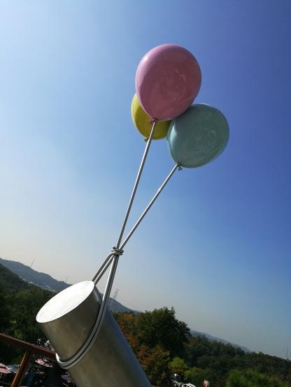A metal balloon sculpture
